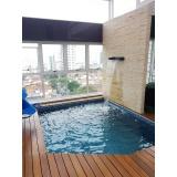 construção de piscina acima do solo